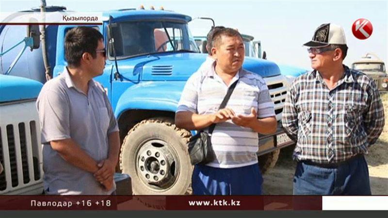 Қызылордада ассенизатор көліктерінің жүргізушілері наразылық білдіріп жатыр