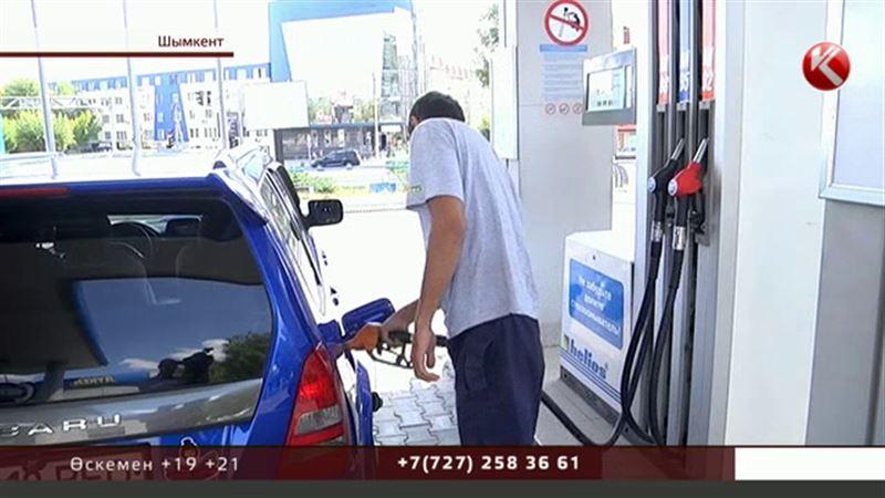 Наразылық: Елімізде бензиннің қымбаттауы жүргізушілерді көліктерін тастауға мәжбүрлеп жатыр