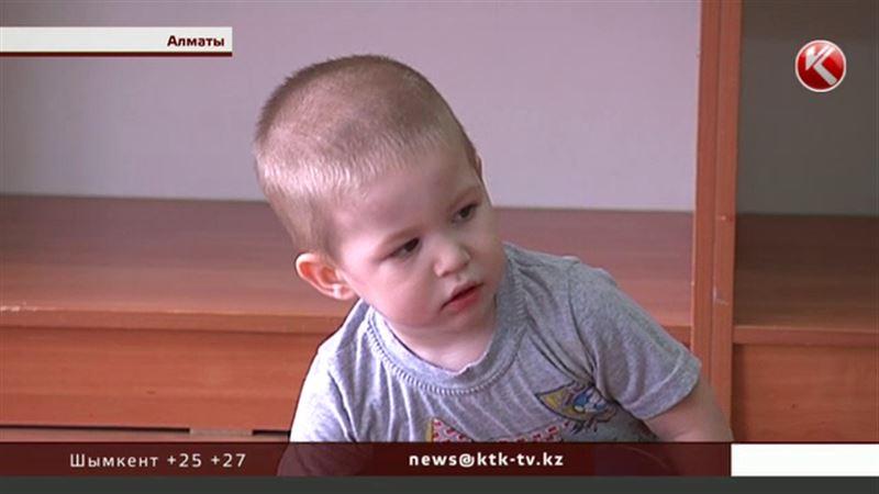 В Алматы ищут родителей заблудившегося мальчика