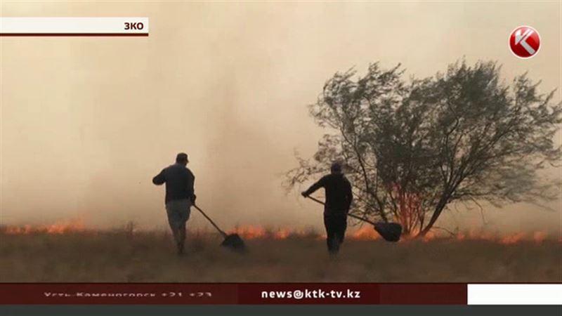 В Западно-Казахстанской области полыхают степные пожары