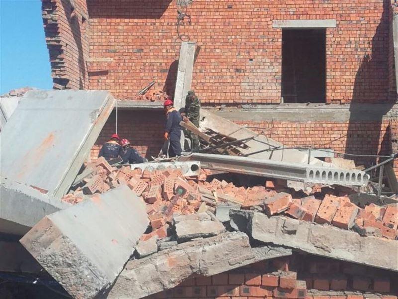 На стройке в Астане обрушилась стена:  есть жертвы