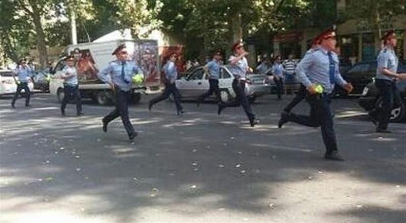 ДВД и ДКНБ арестовали продавцов-экстремистов в Шымкенте