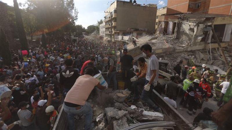В Мехико при обрушении школы погибли 30 детей