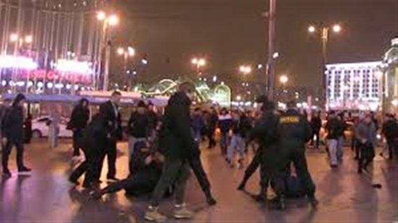 В Москве у торгового центра организовали массовую драку с мигрантами