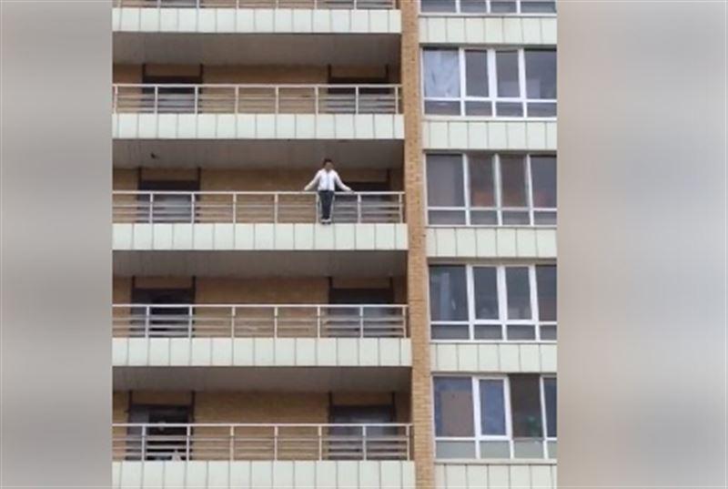 В Астане девушка пыталась выброситься с 9-го этажа