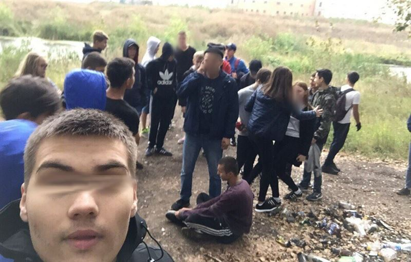 (18+) В Башкирии толпа жестоко избила 16-летнего подростка арматурой