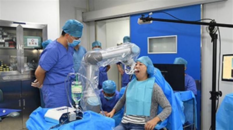 В Китае робот-стоматолог впервые в истории провел операцию без врача