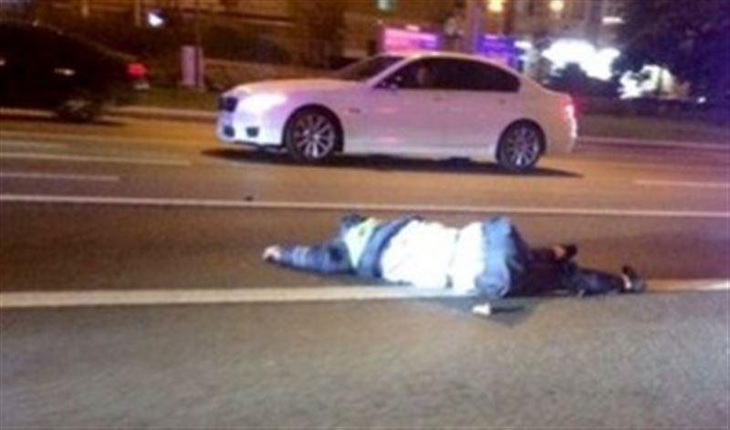 В центре Москвы Mercedes сбил насмерть сотрудника ГИБДД