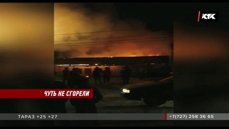 В Таразе чуть не сгорела целая улица
