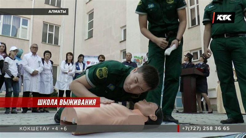 Казахстанских школьников  учили выводить людей из состояния клинической смерти