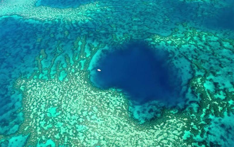 В море возле Австралии ученые нашли неизведанную голубую дыру