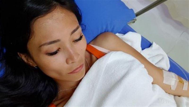 В Таиланде после укуса обезьяны казахстанский блогер Supermamasita была госпитализирована