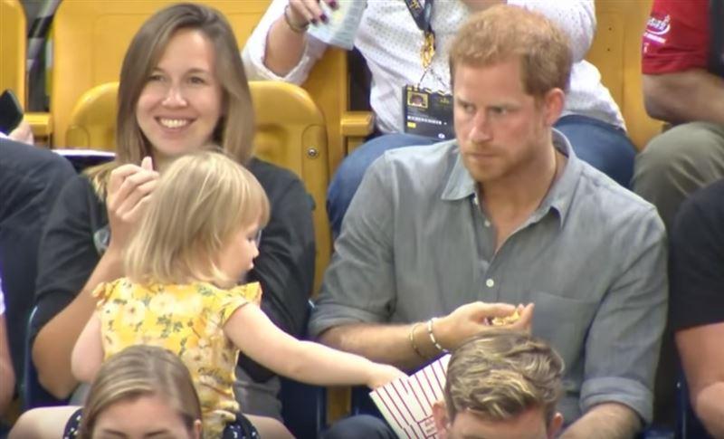 У принца Британии девочка стащила поп-корн