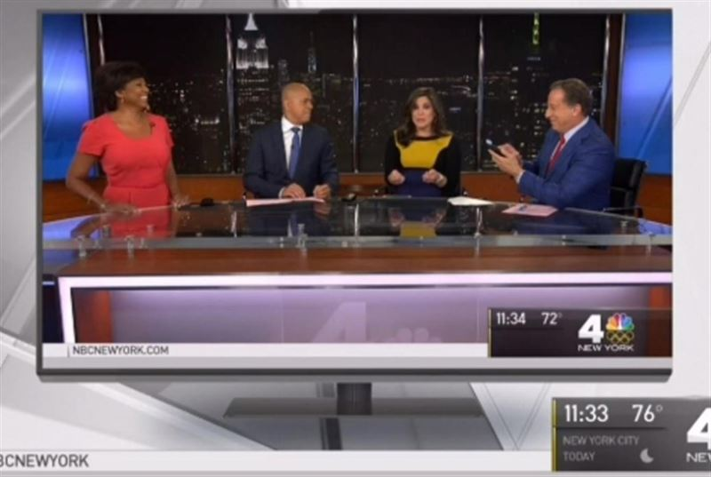 Американская ведущая вечерних новостей начала рожать в прямом эфире