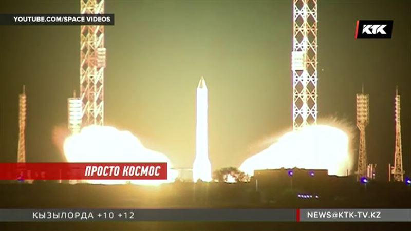 Спутник связи  AsiaSat-9 в космосе
