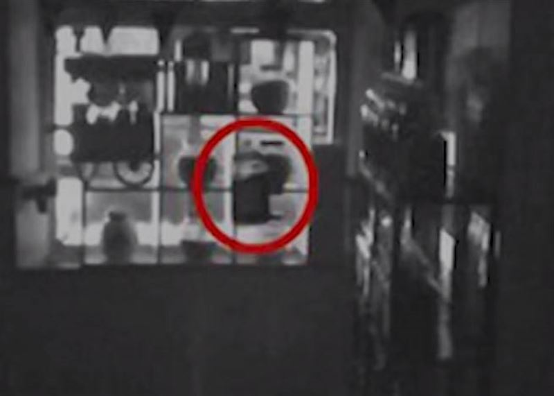 В магазине конфет сняли на видео призрак девочки