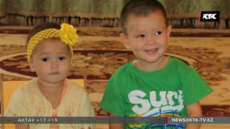 На окраине Актобе нашли двоих маленьких детей
