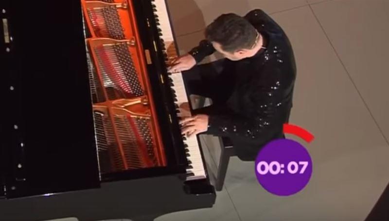 Казахстанский пианист сыграл «полет шмеля» за 54 секунды