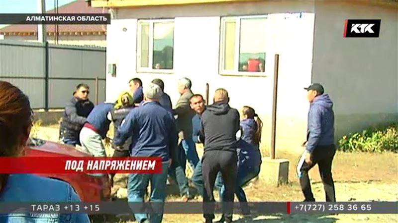 Жители поселка под Алматы передрались из-за электричества