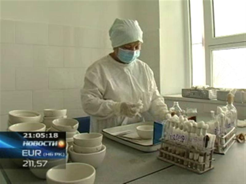 На юге Казахстана двое мужчин доставлены в больницу с подозрением на КГЛ