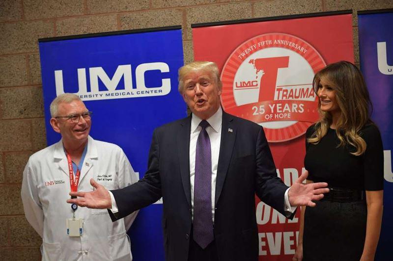 Увидев Дональда Трампа раненный в ногу при стрельбе в Лас-Вегасе мужчина встал с постели