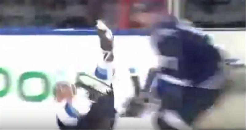 Неудачно падение хоккеиста взбудоражило социальные сети