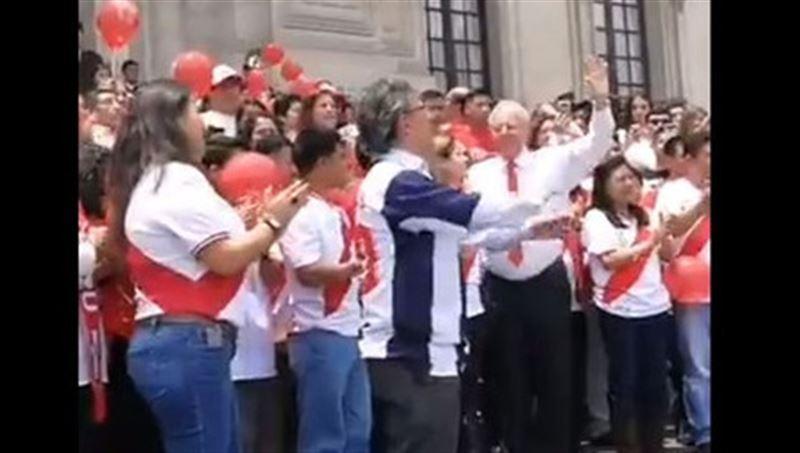 Президент Перу сплясал перед сборной футболистов