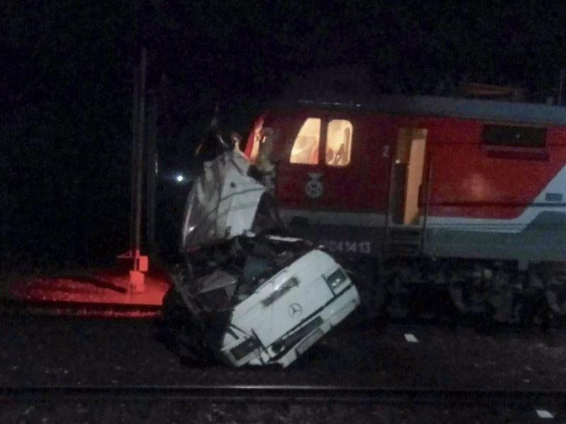 Опубликовано видео с места аварии: Автобус из Казахстана столкнулся с поездом в России
