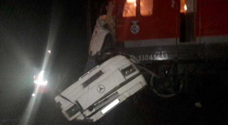 ЖУТКИЕ КАДРЫ: 17 человек погибли при столкновении автобуса из Казахстана с поездом во Владимирской области