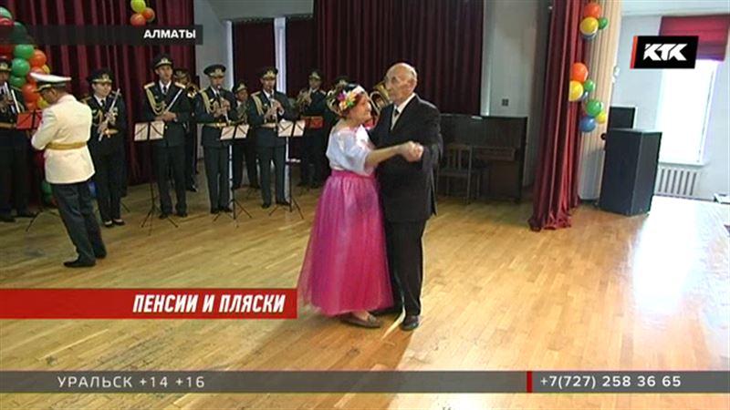 В Алматы давали осенний бал – вальсировали ветераны