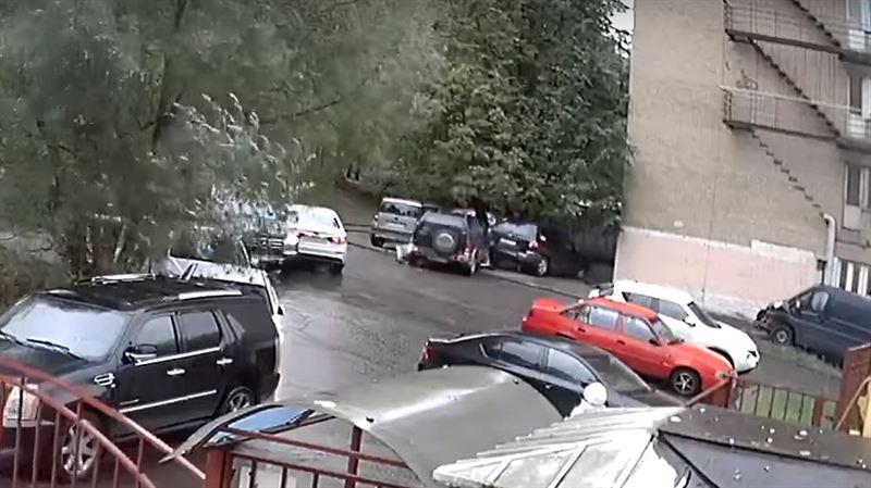 ВИДЕО: Пенсионер устроил четыре ДТП за 20 секунд