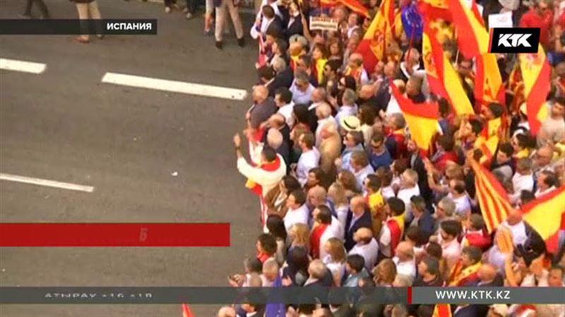 Каталонияның Испаниядан бөлінбеуін қалайтын мыңдаған адам Барселона көшелеріне шықты