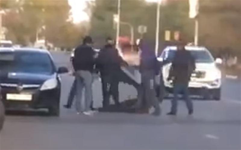 Поножовщина в ЗКО попала на видео