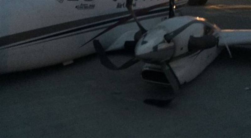 Самолет совершил посадку без шасси в аэропорту Уральска