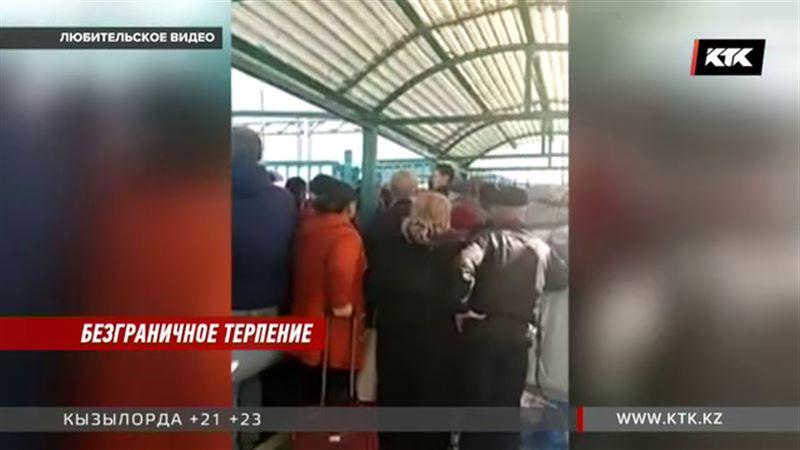 На границе с Кыргызстаном образовался огромный затор