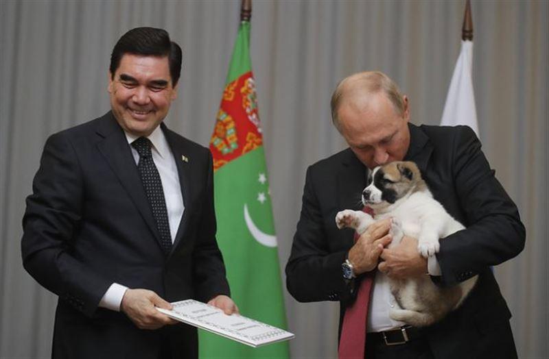 Президент Туркмении преподнес Путину интересный подарок на день Рождения