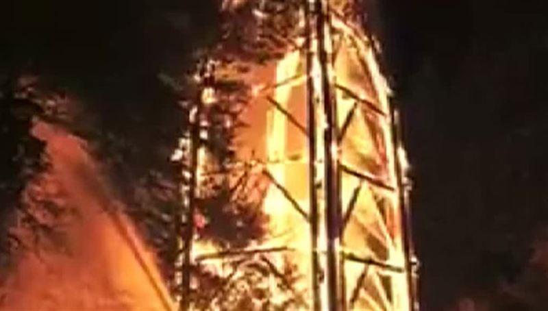 Деревянная башня Гете, построенная в 1931 году на юге Германии, сгорела дотла