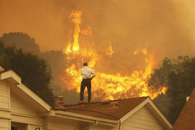 В Калифорнии из-за пожаров шесть тысяч человек лишились электричества