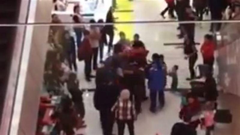 Упавший в ТРЦ Алматы ребенок находится в тяжелом состоянии