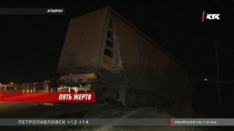 В Атырау устанавливают причины ДТП – погибли сразу 5 человек