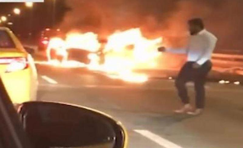 Мужчина оставил девушку гореть живьем в своей машине и уехал на такси