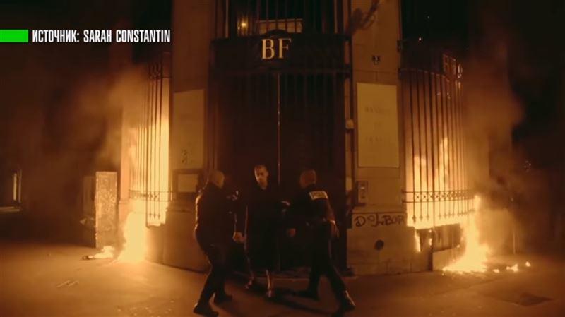 Российский художник поджег здание Банка Франции
