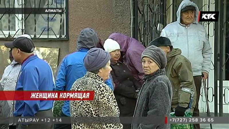 Бизнес-леди из Алматы продают вещи, чтобы раздать старикам горячий хлеб