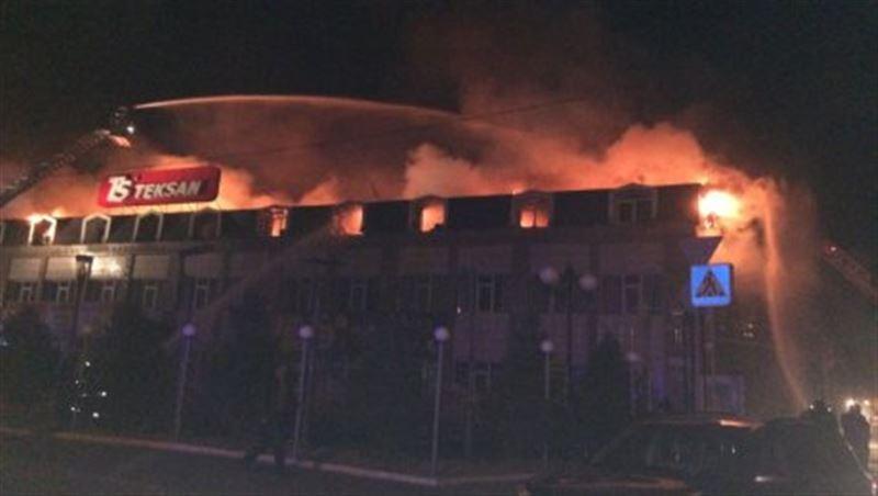 В Алматы потушен крупный пожар: огонь тушили более 100 человек
