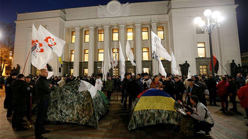 В Киеве несколько тысяч человек вышли на митинг у Верховной Рады