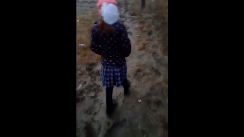 Из-за дождей в Атырау сложно дойти до школы