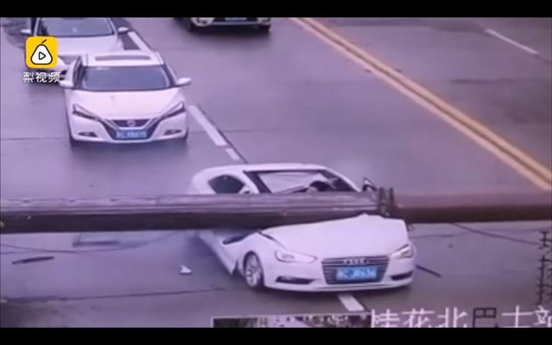 Водителя едва не убило упавшим башенным краном