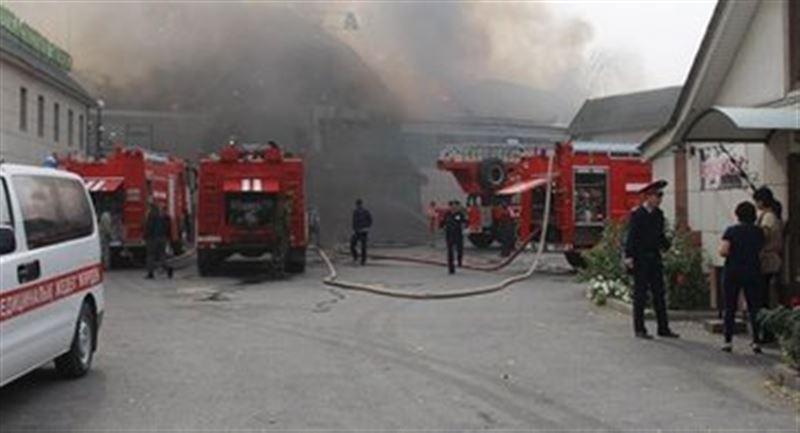 В Талдыкоргане загорелся банный комплекс