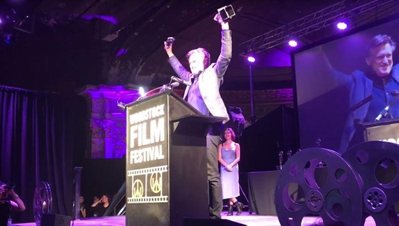 Голливудский актер случайно уронил и сломал полученную на кинофестивале статуэтку