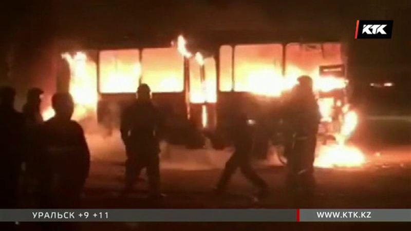 Во время ремонта автобуса произошел взрыв, пострадали кондуктор и водитель